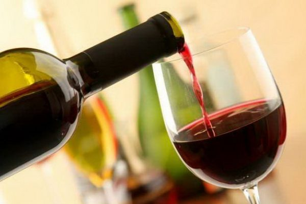 Rượu có được mang lên máy bay không?